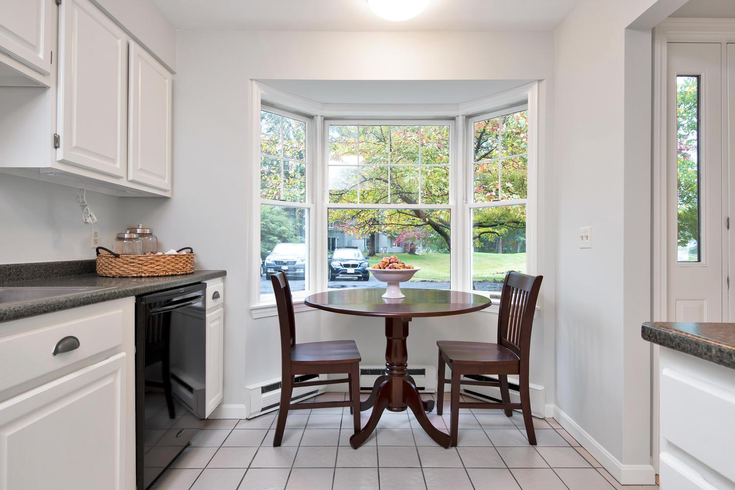 11 Crestfield Terrace Portland-large-014-11-Breakfast Nook-1499x1000-72dpi_1.jpg