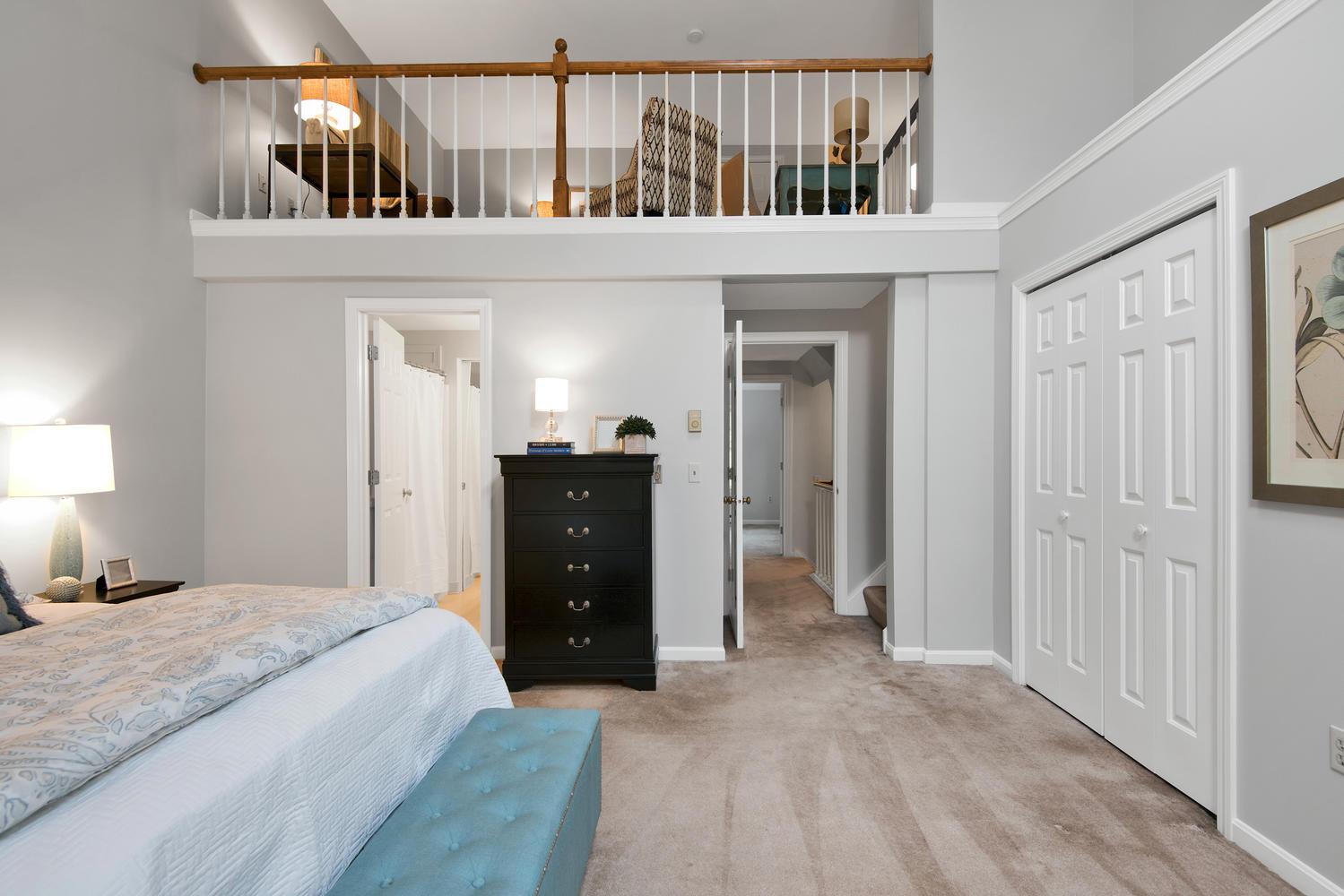 11 Crestfield Terrace Portland-large-021-15-Master Bedroom-1499x1000-72dpi_1.jpg