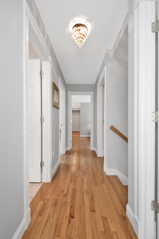 26 Titcomb Field Rd North-large-024-16-Second Floor Hallway-668x1000-72dpi_1.jpg