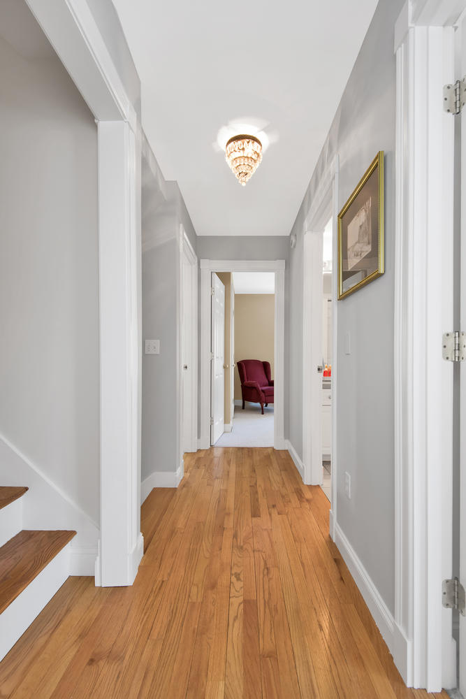 26 Titcomb Field Rd North-large-025-31-Second Floor Hallway-668x1000-72dpi_1.jpg