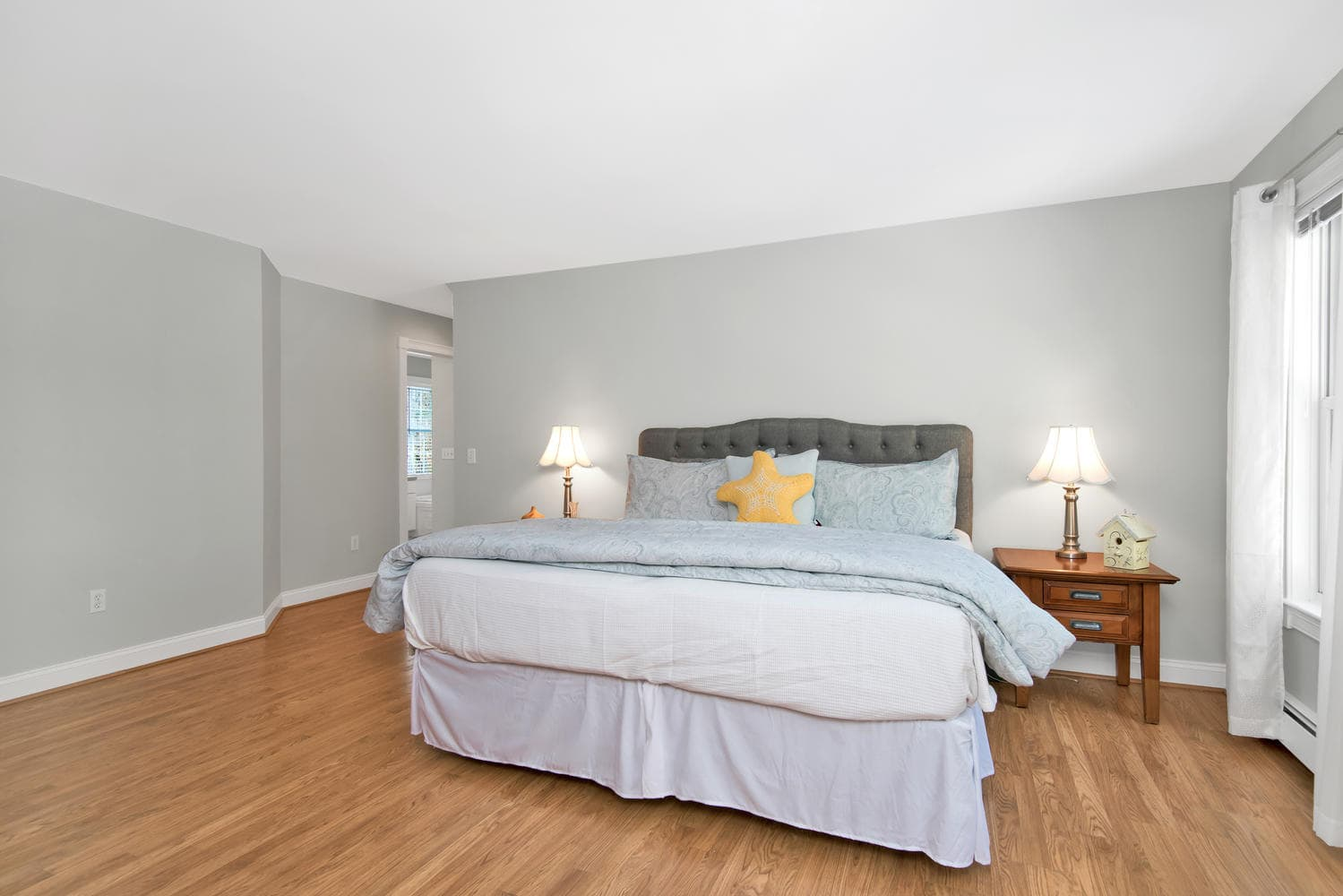 26 Titcomb Field Rd North-large-034-42-Master Bedroom-1499x1000-72dpi.jpg