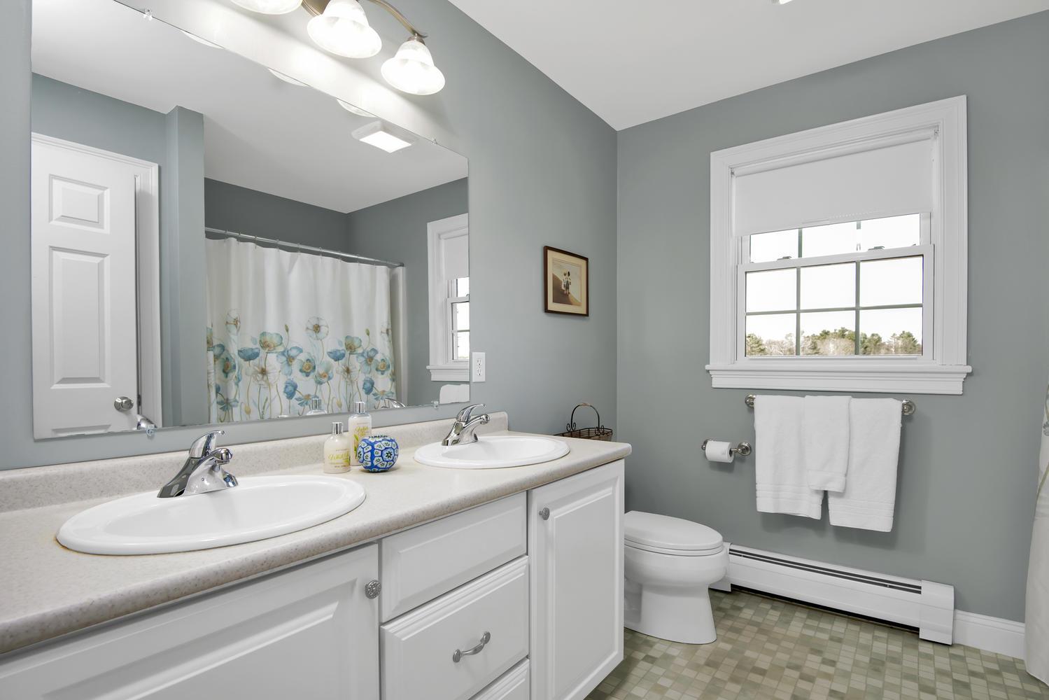 32 Mountview Dr Gorham ME-large-025-38-Bathroom-1499x1000-72dpi_1.jpg