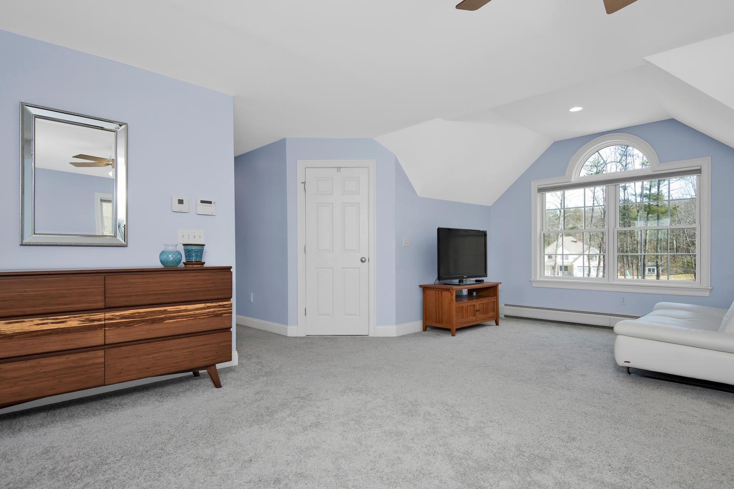 32 Mountview Dr Gorham ME-large-032-32-Master Bedroom-1499x1000-72dpi_1.jpg