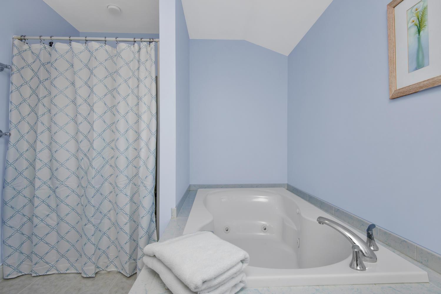 32 Mountview Dr Gorham ME-large-034-42-Master Bedroom Ensuite-1499x1000-72dpi_1.jpg