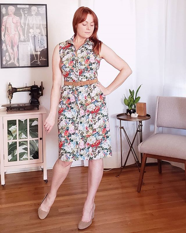 Yes!  It's me, in rosy floral print dress and I'm not even mad about it 🌹This is my 3rd #m6696, this one view C in the Summer Garden floral print stretch cotton from @minervacrafts. This project was a bit of a journey, but all will be explained in a forthcoming blog post on their site. I'm so glad I deviated from my tendency toward solids for once, and I love the contrast of the feminine print with a structured silhouette 🌼🌷🌺 Oh yeah, and #fashionfeelsfabulous when you challenge your own rules and come out winning @victorialucilleanne @untitledthoughts @thestitchedit  #minervacraftsbloggernetwork #mccallspatterns #indiesewing #memade #memadeeveryday #handmadewardrobe #modernmaker #slowfashion #slowsewing #sewingproject #sewingblogger #sewing #diyfashion #diyootd #lovetosew #isew #isewmyownclothes #instasewing #sewistsofinstagram #imadethis #wearhandmade #imakemyclothes