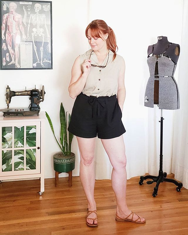The cheapskate in me looooves a good scrapbuster 🖤 I whipped up this second pair of @seamworkmag #seamworkmiller shorts immediately after my first ones as soon as I realized I had enough of this linen cotton from @minervadotcom.  They took less than half a yard left over from my Hinterland dress 😎  I'm also sporting a #brunalmv blouse that fits 100x better after removing the sleeves. So happy to salvage this fantastic rayon linen voile fabric from Blackbird!! #sewingleftovers #alteritaugust #indiesewing #memade #memadeeveryday #handmadewardrobe #modernmaker #slowfashion #slowsewing #sewingproject #sewingblogger #sewing #diyfashion #diyootd #lovetosew #isew #isewmyownclothes #instasewing #sewistsofinstagram #imadethis #wearhandmade #imakemyclothes