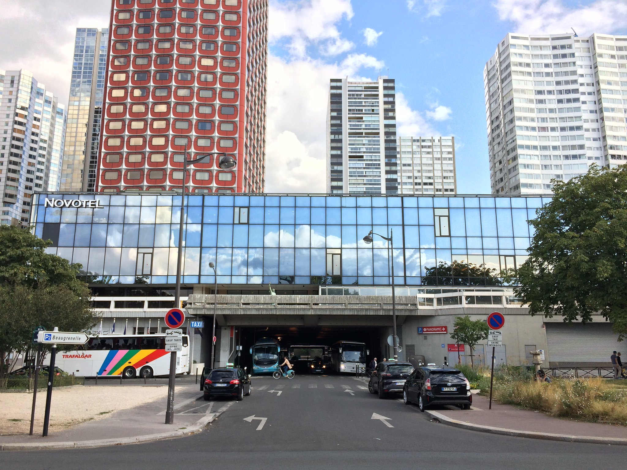 Front-de-Seine is a series of glass-and-steel towers meant to target the city's elite in the 1970s. Photo by Yonah Freemark.