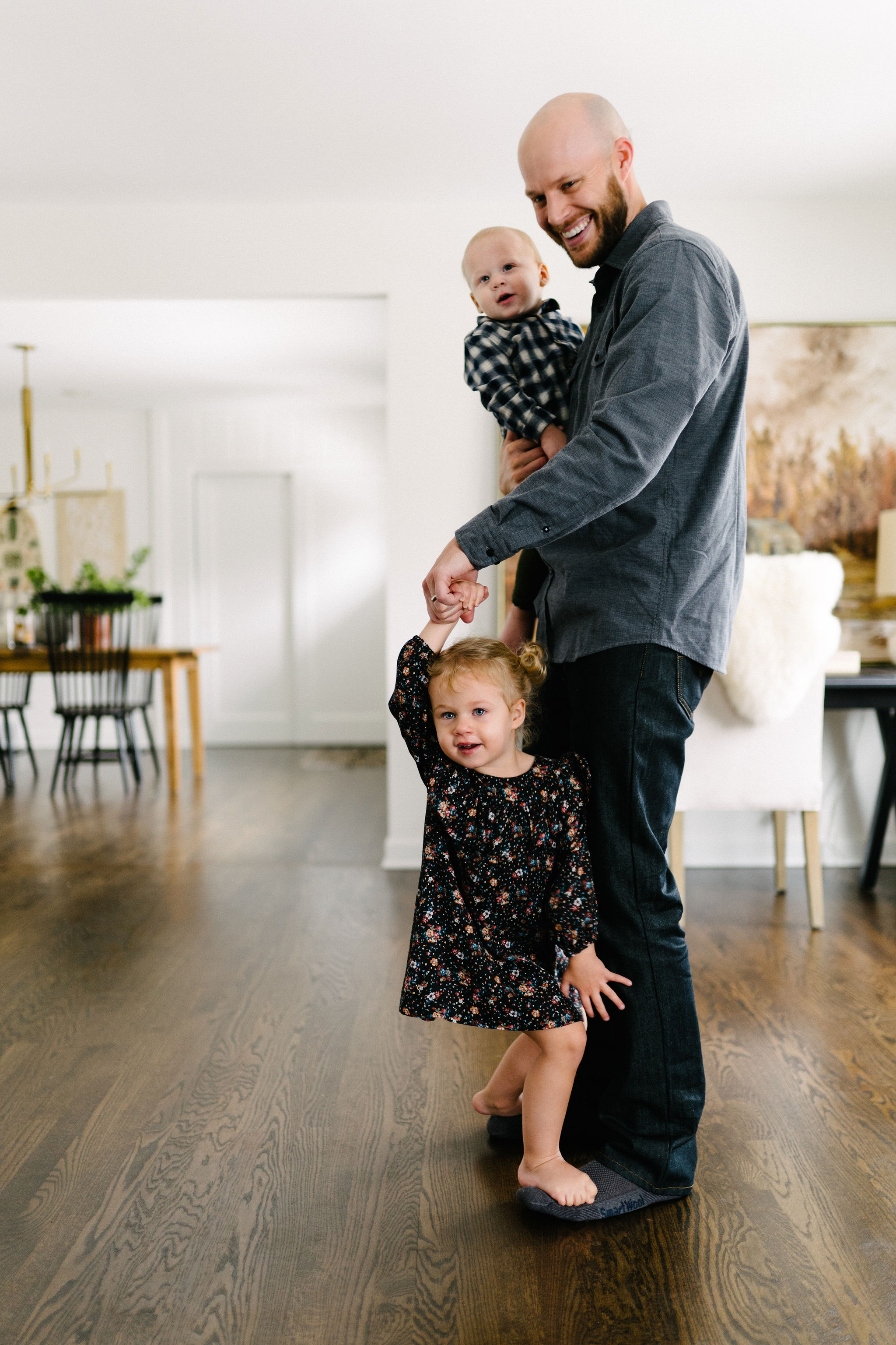 rempel-photography-oak-park-chicago-family-session-in-home-goode-30.jpg