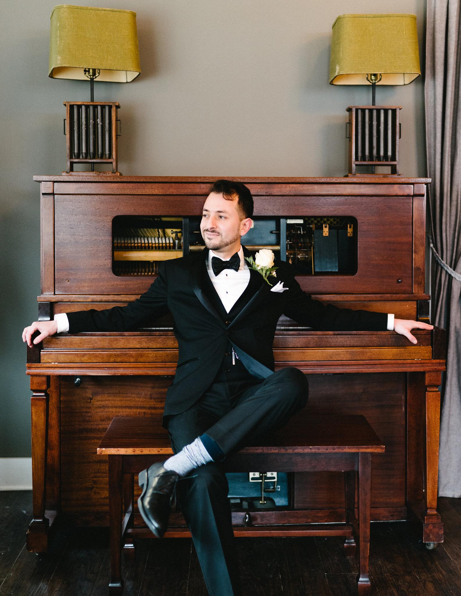 028-rempel-photography-chicago-wedding-inspiration-susan-daniel-michigan-metro-detroit-christian-church-holly-vault-cupcakes-and-kisses.jpg