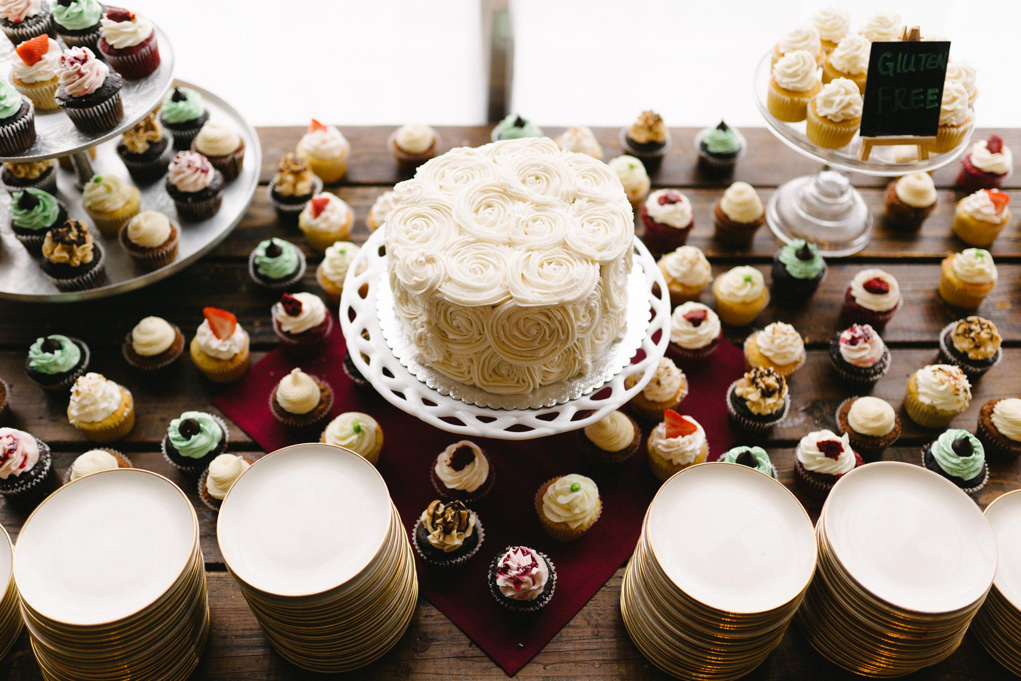 038-rempel-photography-chicago-wedding-inspiration-susan-daniel-michigan-metro-detroit-christian-church-holly-vault-cupcakes-and-kisses.jpg