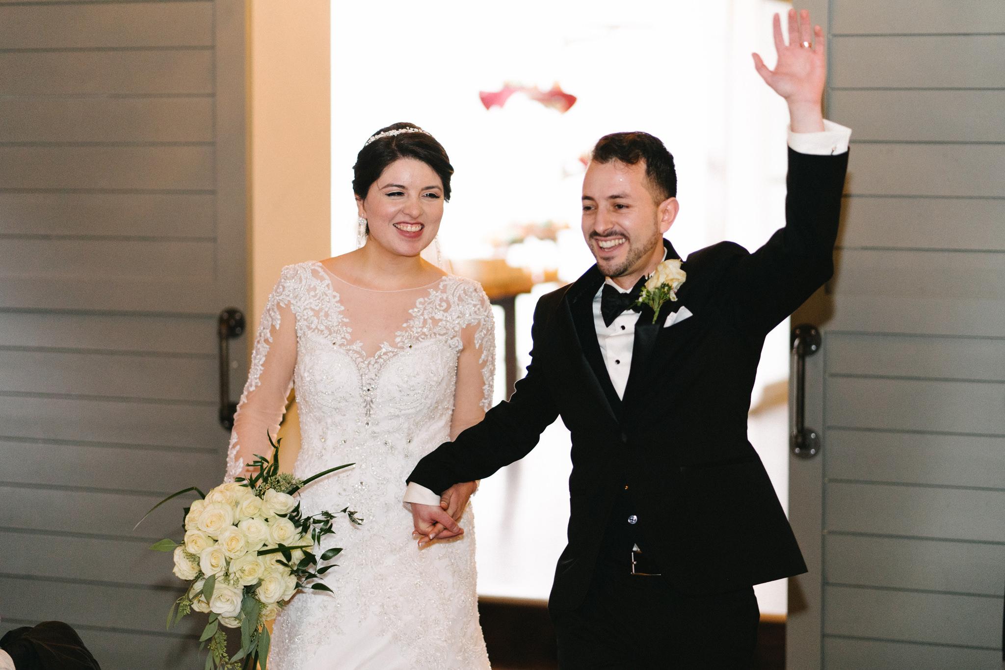 040-rempel-photography-chicago-wedding-inspiration-susan-daniel-michigan-metro-detroit-christian-church-holly-vault-cupcakes-and-kisses.jpg