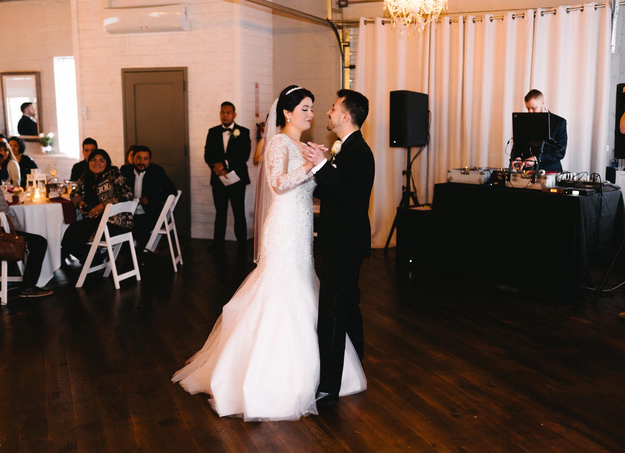 043-rempel-photography-chicago-wedding-inspiration-susan-daniel-michigan-metro-detroit-christian-church-holly-vault-cupcakes-and-kisses.jpg