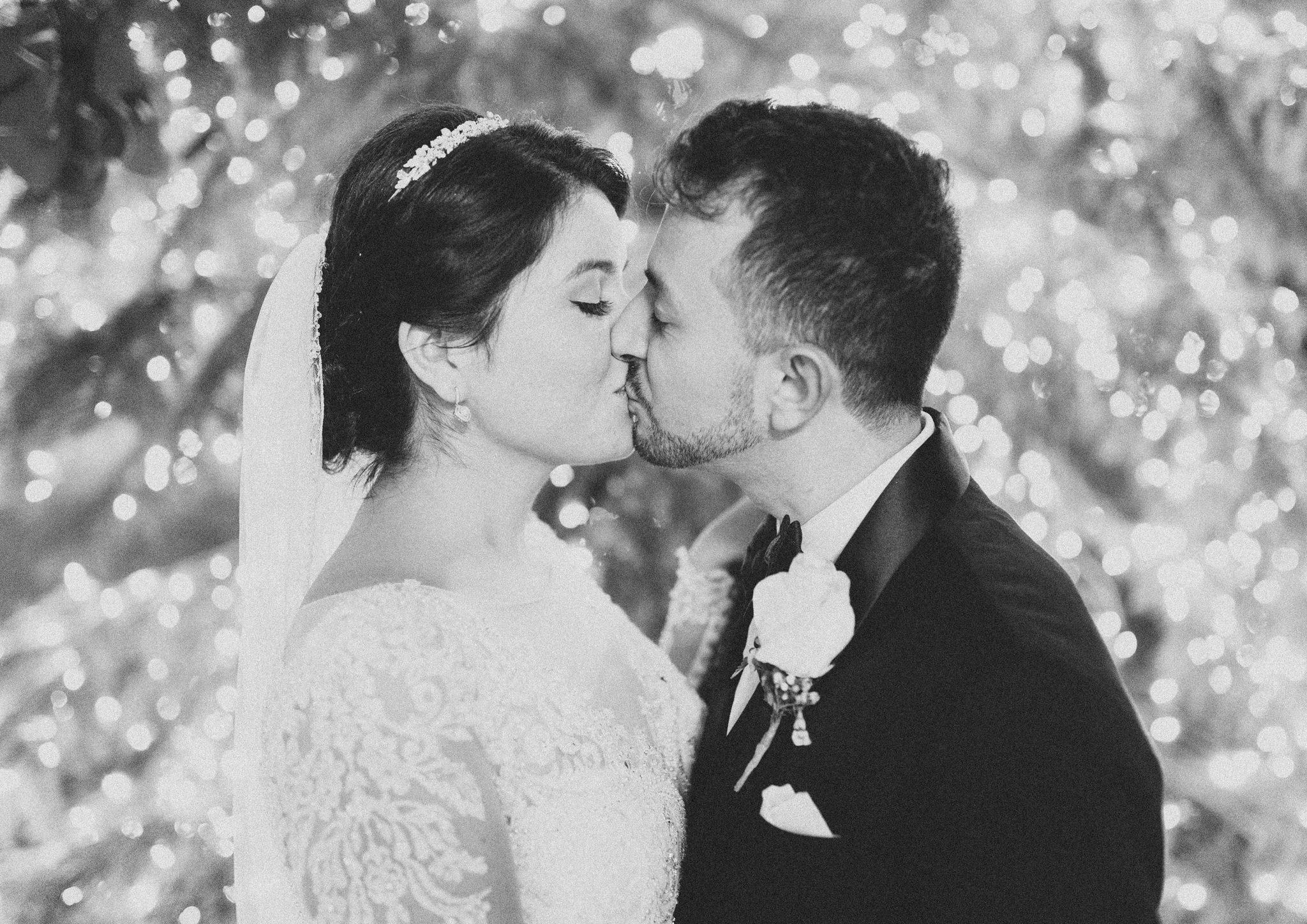 053-rempel-photography-chicago-wedding-inspiration-susan-daniel-michigan-metro-detroit-christian-church-holly-vault-cupcakes-and-kisses.jpg