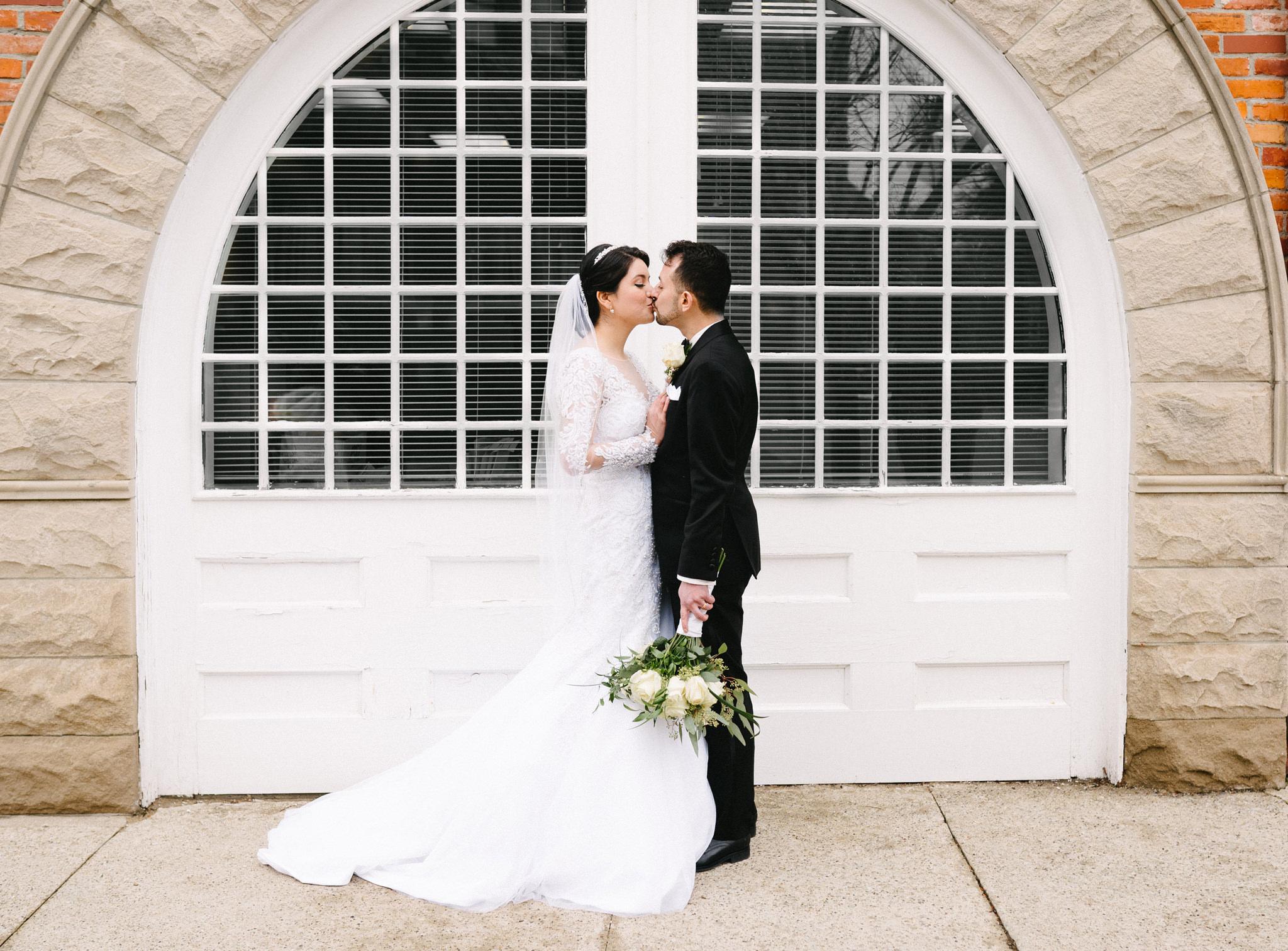 054-rempel-photography-chicago-wedding-inspiration-susan-daniel-michigan-metro-detroit-christian-church-holly-vault-cupcakes-and-kisses.jpg