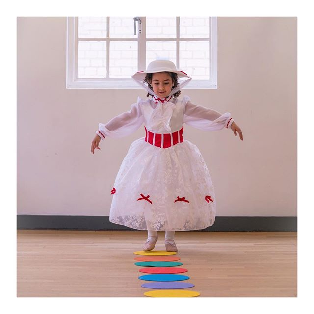 Practically perfect in every way! ❤️ #marypoppinscamp 📷 @nellyaliphotography . . . #marypoppins #marypoppinsreturns #nowheretogobutup #dance #danceteacher #danceacademy #dancestudio #kidsinlondon #danceclasses #london