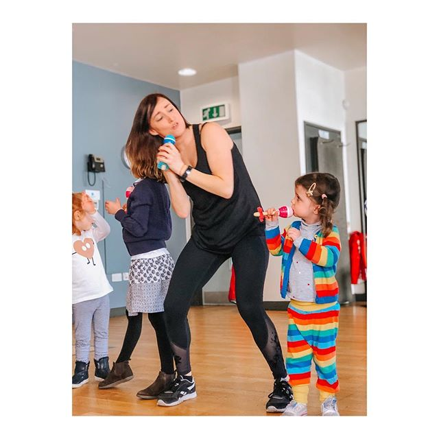 Ready to dance into the weekend! 🎤😎💖🌈🎶 Happy Fri-YAY! . . #hiphop #babyhiphop #littledancers #danceclass #parsonsgreen #fulham #sw6 #londonkids #londonmums #londondance #danceteacher #danceacademy #dancer #londondance #littledancer