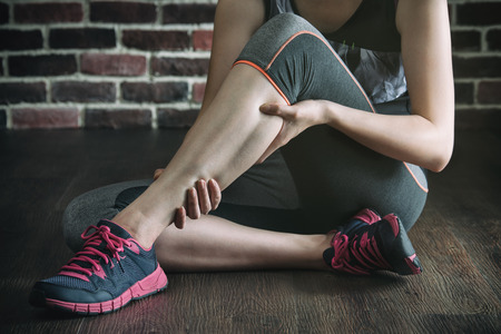 65073004_S_workout_woman_foot_sneaker_pain_cramp_calf_achilles_tendon.jpg