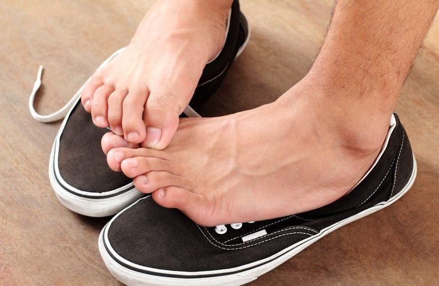 14650060_M_Toenails_Shoes_Feet_Itch.jpg