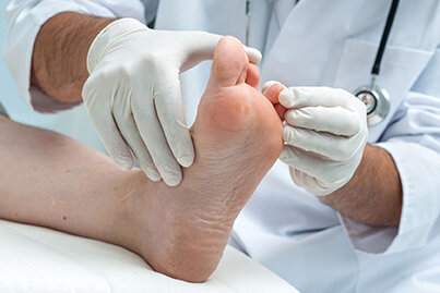 29766672_S_Scleroderma_Toes_Doctor_Feet_Examine.jpg