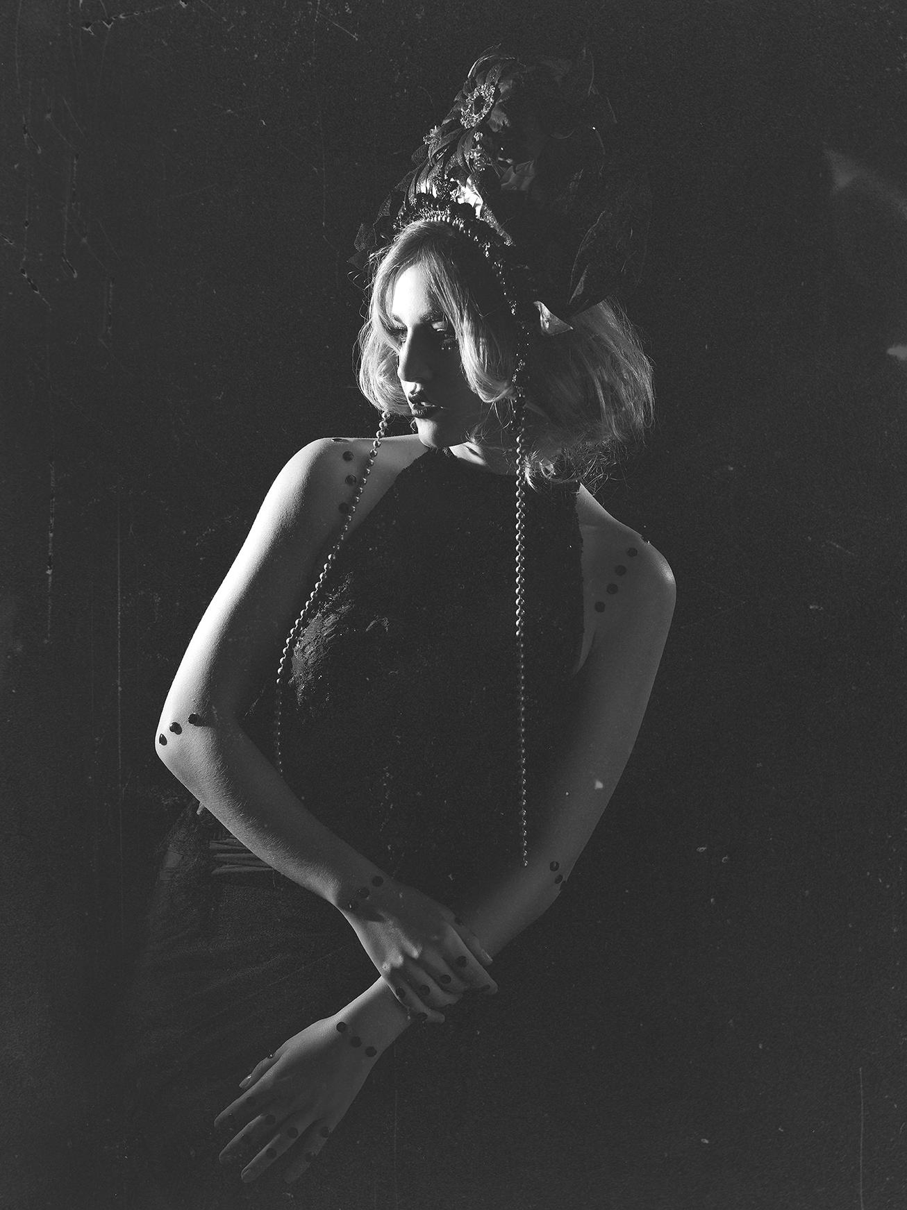 Modelo: Alina Act  MAquillaje y Peluquería: Loree Morales y Debora Pe  Estilismo: Avalon Saez  Vestido: La tua Pelle  Tocado: Javier Nuñez