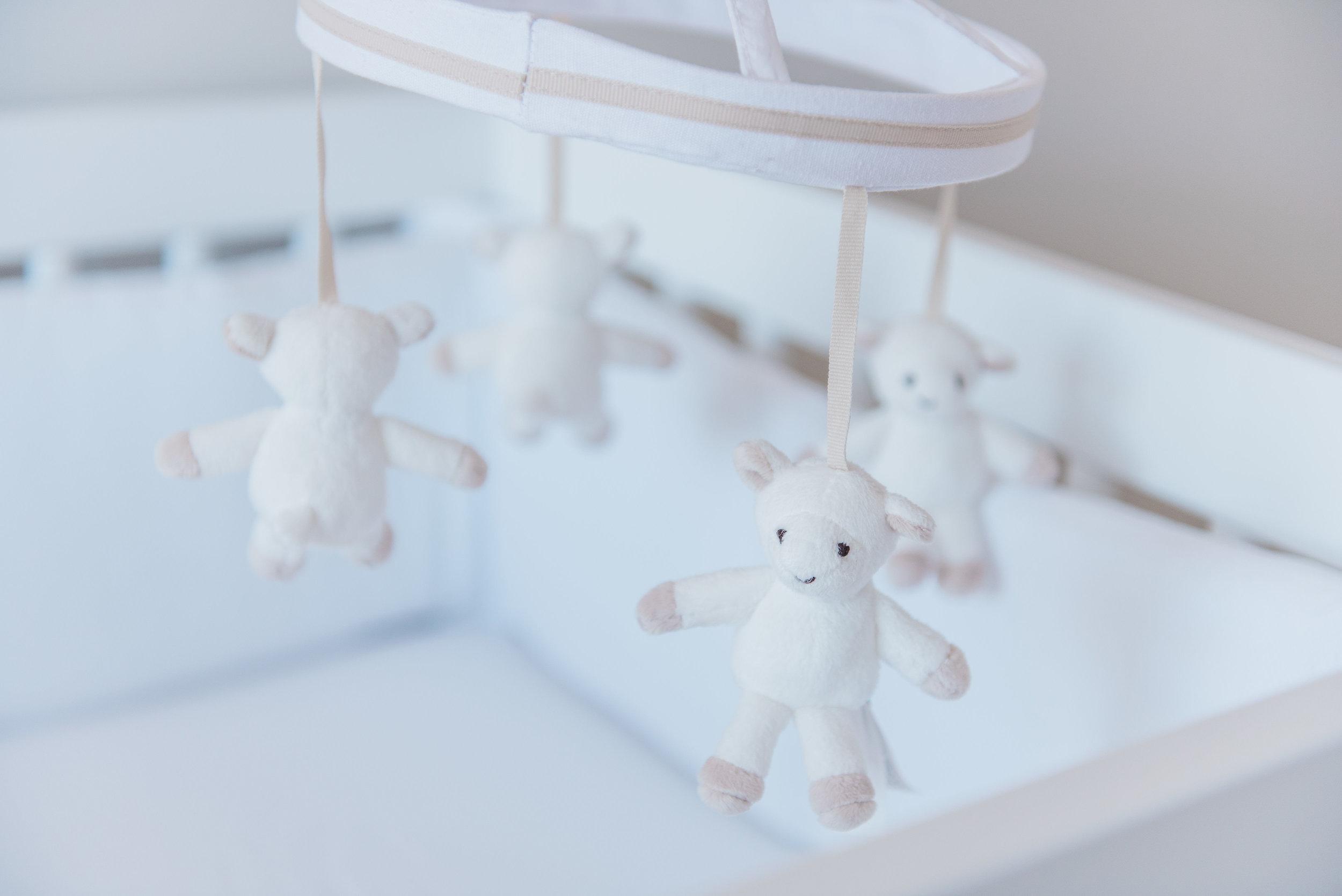 0018_Newborn_Lifestyle___All_White_Nursery_Baby_Boy___Hanan.jpg