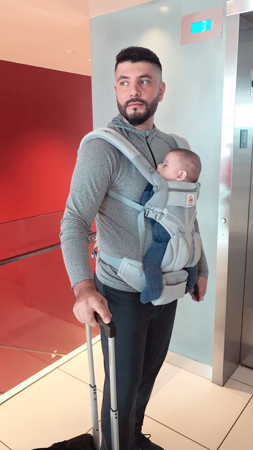 baby carrier while travelling.JPG
