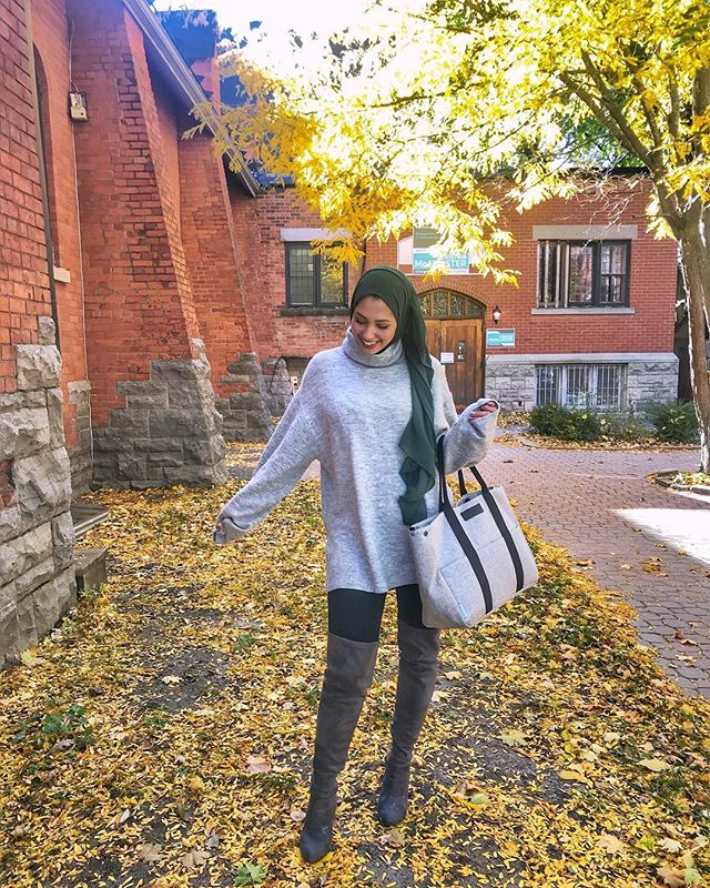 I've been wearing this sweater for every quick run out somewhere. It's so comfy☺️ I went back to @hm to get it in beige but it was sold out! Ps: I'm totally rocking a diaper bag as a handbag hahahah Diaper bag: @samandco_official