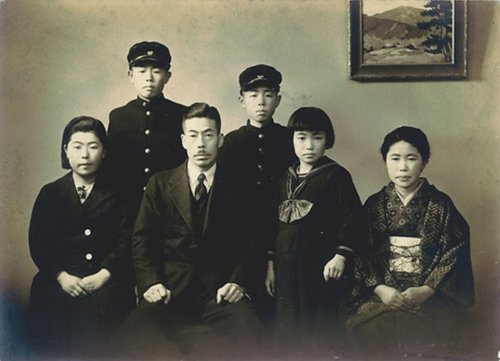 A young Yayoi and her family. image courtesy of http://www.tate.org.uk