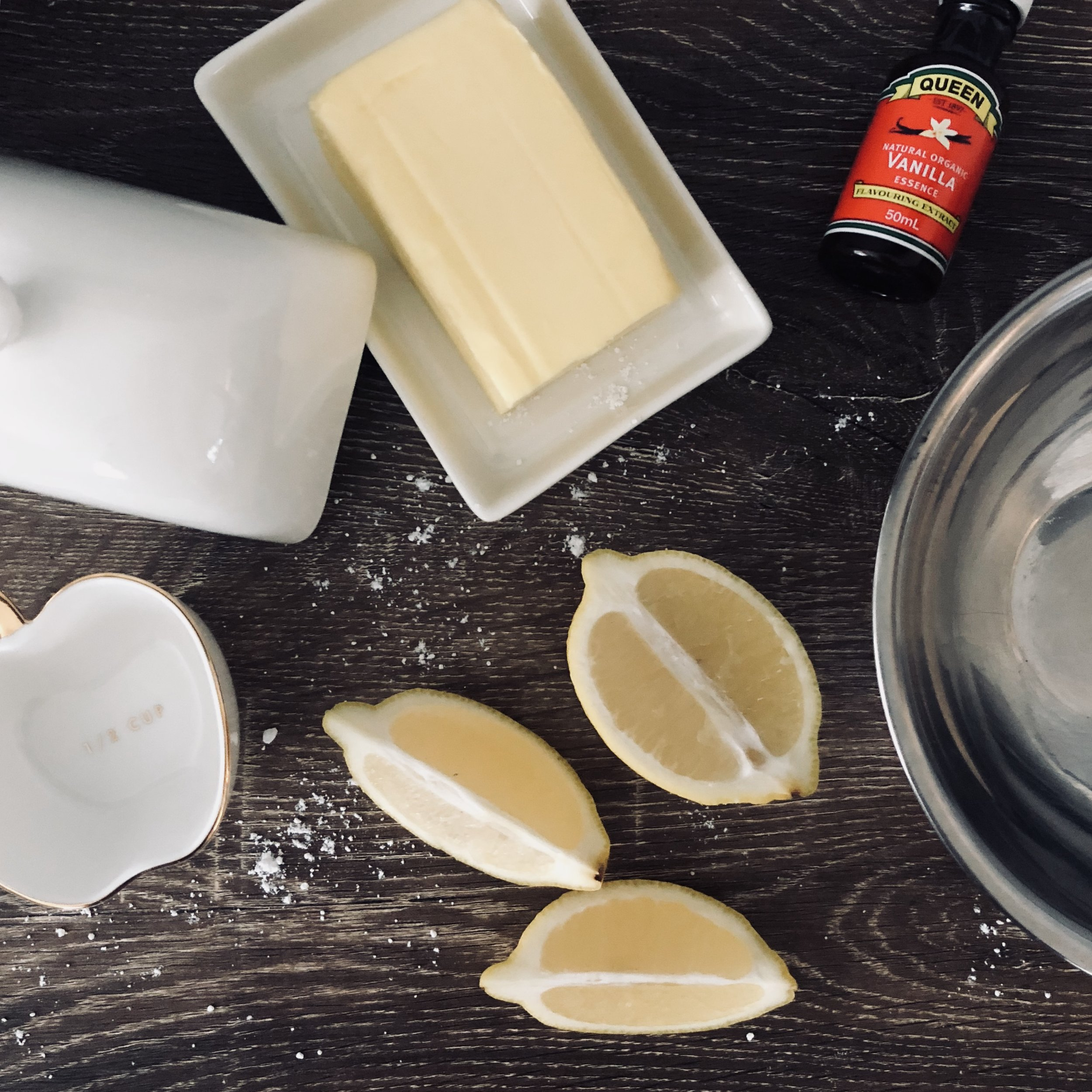 Icing Ingredients - 125G BUTTER2 TBS LEMON JUICE1/2 TSP VANILLA ESSENCE3 CUPS OF ICING SUGAR