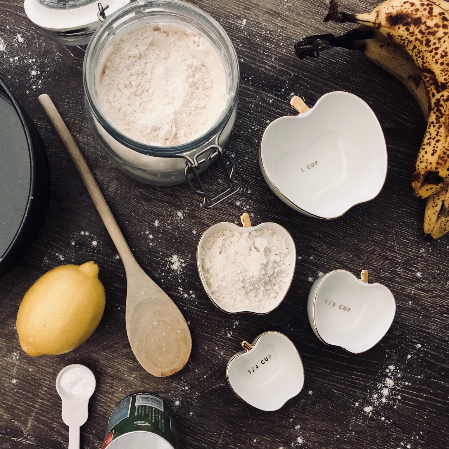 Cake Ingredients - 2 CUPS OF FLOUR 1/2 CUP OF BUTTER1/2 CUP OF SUGAR2-3 MASHED BANANAS 2 TBS BOILING MILK1 TSP BAKING POWDER 1 TSP BAKING SODA