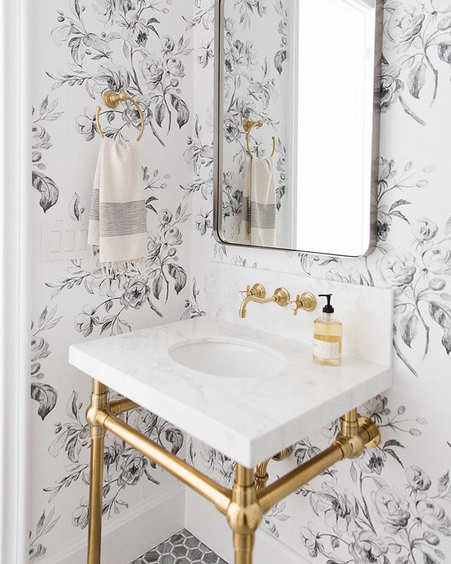 Bathroom goals 😍⠀#tuesdaydesigninspo ⠀ #via @studiomcgee