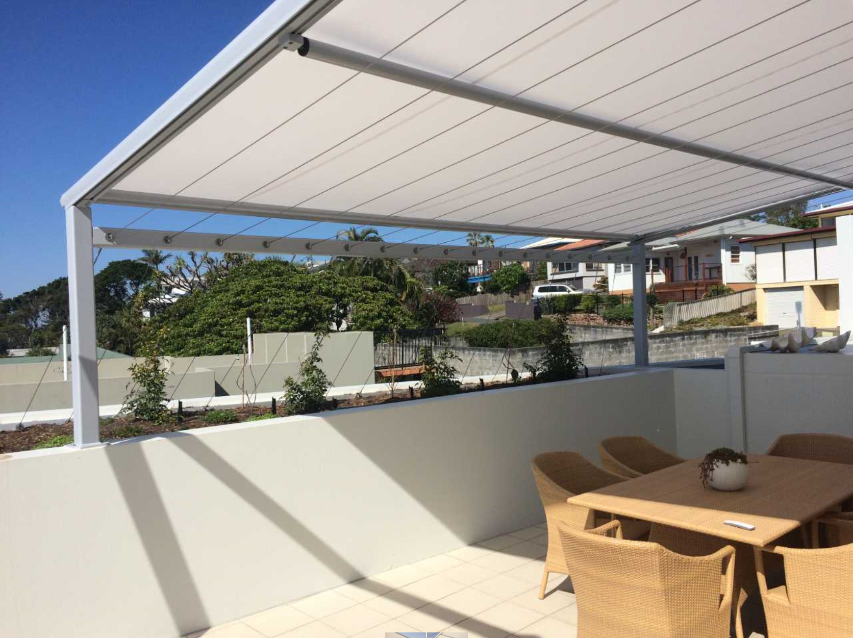 ,retractable outdoor awnings