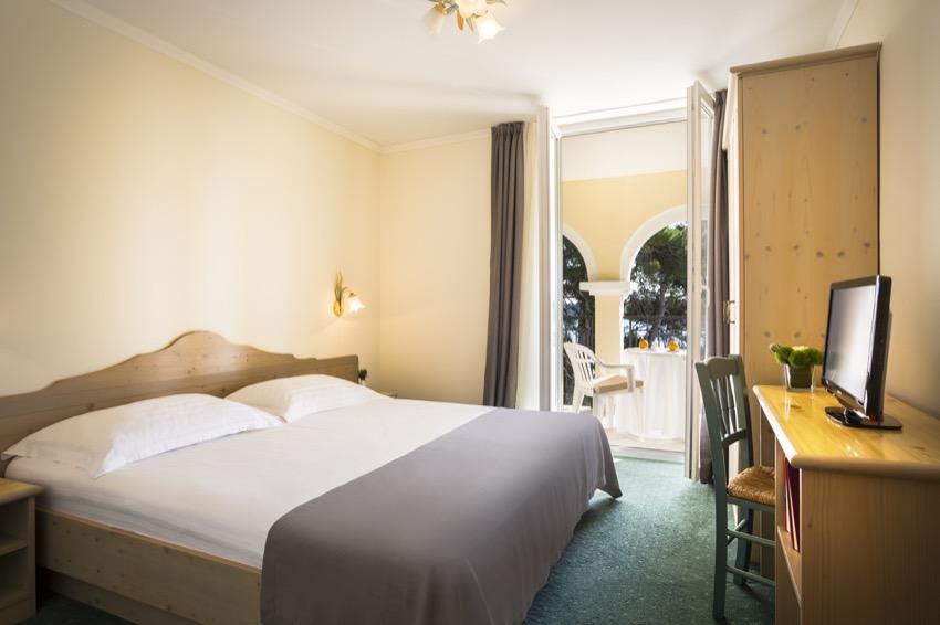 island-hotel-katarina-executive-suite-02-599.jpg