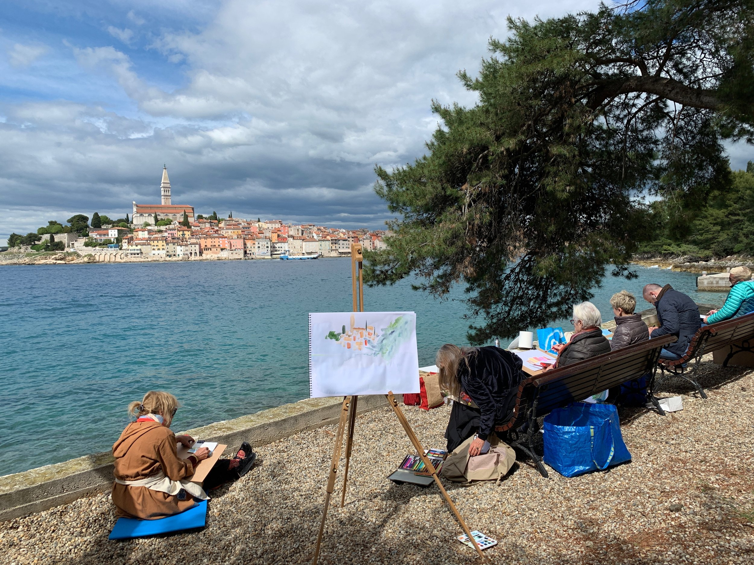 2019 class sketching on Santa Katarina Island