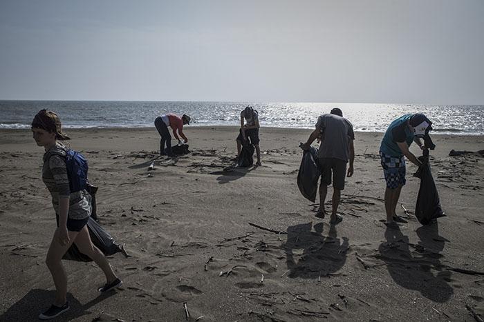 beach clean-up el toro 4-17 (1).jpg