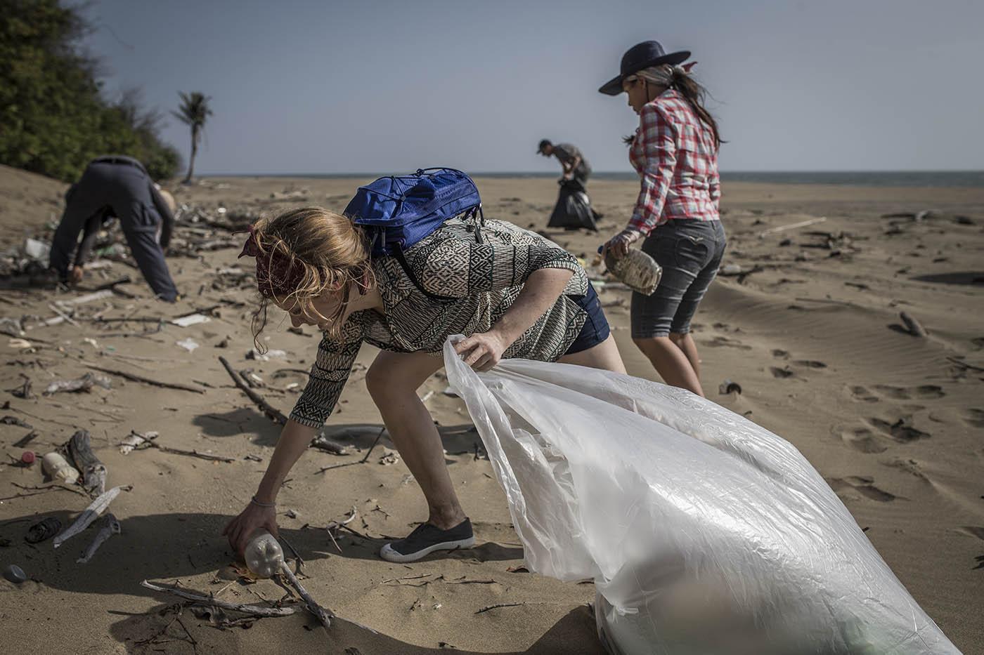 beach clean-up el toro 4-17 (3).jpg