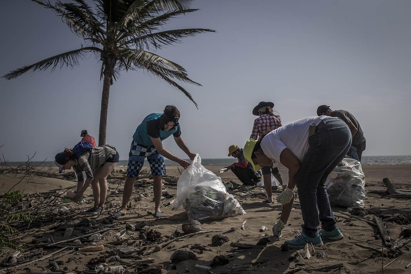 beach clean-up el toro 4-17 (5).jpg
