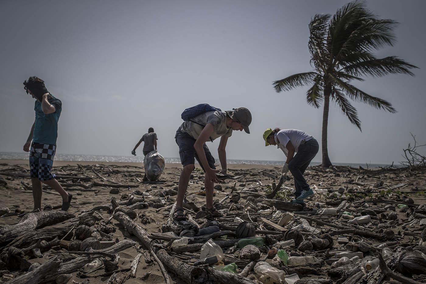 beach clean-up el toro 4-17 (6).jpg