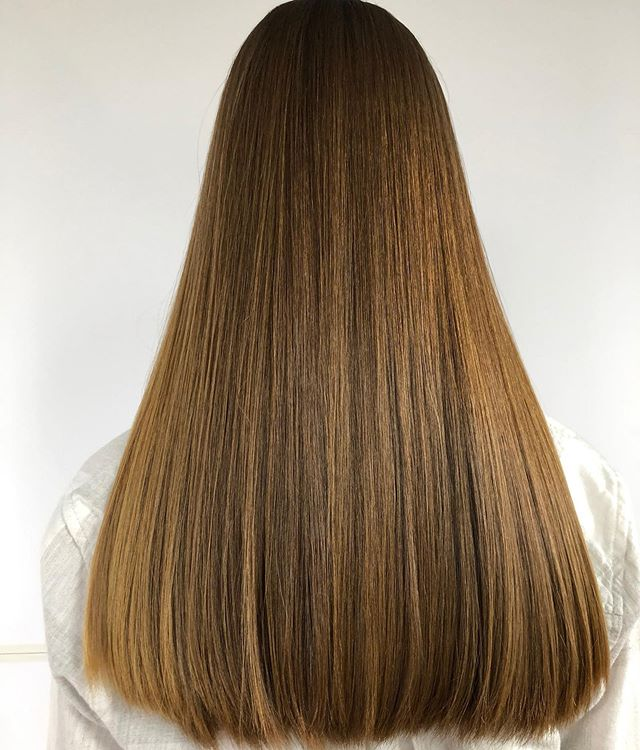 Straightening as an art form. • • • • • #technique #straighthair #sanantoniohairstylist #sanantoniohairsalon #sanantonio #hairlove #hairjoi #tornbb