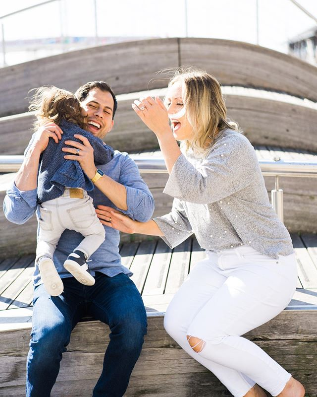 Happy Friday! . 📸: Jenn in Toronto for Flytographer . . . . . #toronto #ontario #canada #explorecanada🍁 #explorecanada #explorecanada🇨🇦 #torontolife #harbourcentre #family #familyphotography #familyportraits #travelphotography #travelling #owusdotoronto #emoryowu #flytographer #familyphotos #familyfirst #instapassport @flytographer