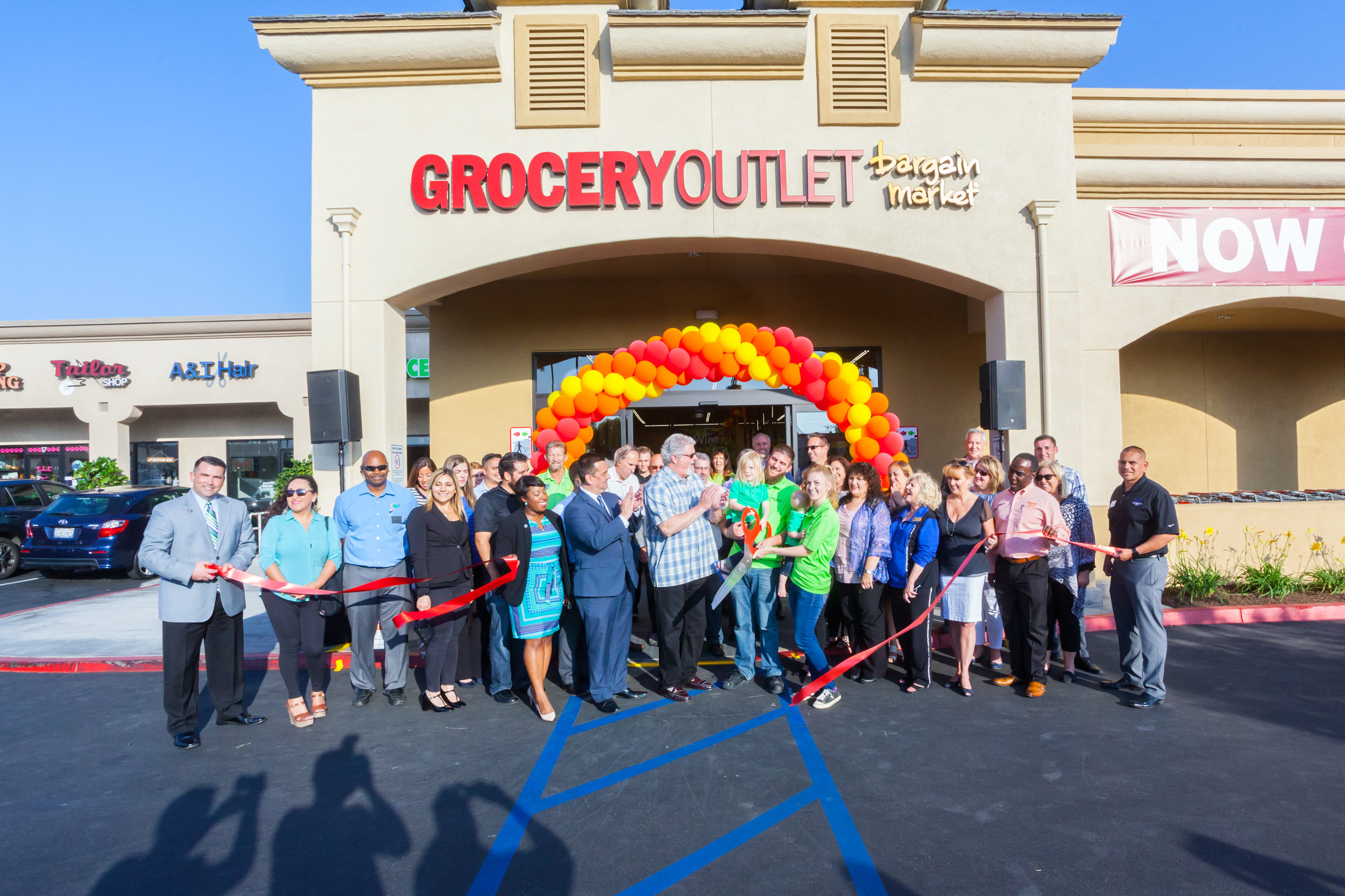 170601 Grocery Outlet Ribbon Cutting 0065.jpg