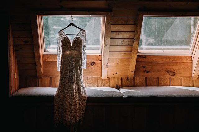 the Instagram crop is really hurting my vibe. left or right? tryna blog over here and I'm TORN 💕 . . . Breyphoto.com #breyphotobrides #bhldnweddingdress #naturallight #detailsmatter #paweddingphotographer #pabarnweddings #delcophotographer #delawarecountyphotographer #chestercountyweddings #barnweddingsarethebestweddings #westchesterweddingphotographer