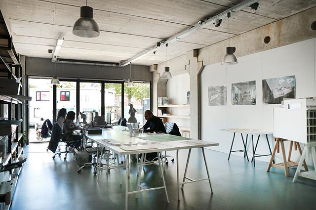 We have available desks to share in our Amsterdam studio from now until end of June 2019. Our office is an open space located on the GF by the canal in Amsterdam Noord, 10min away from Amsterdam Centraal. Message us if interested. #officetorent #amsterdamnoord #amsterdam #office #sharing #rent #architect #amsterdamarchitecture