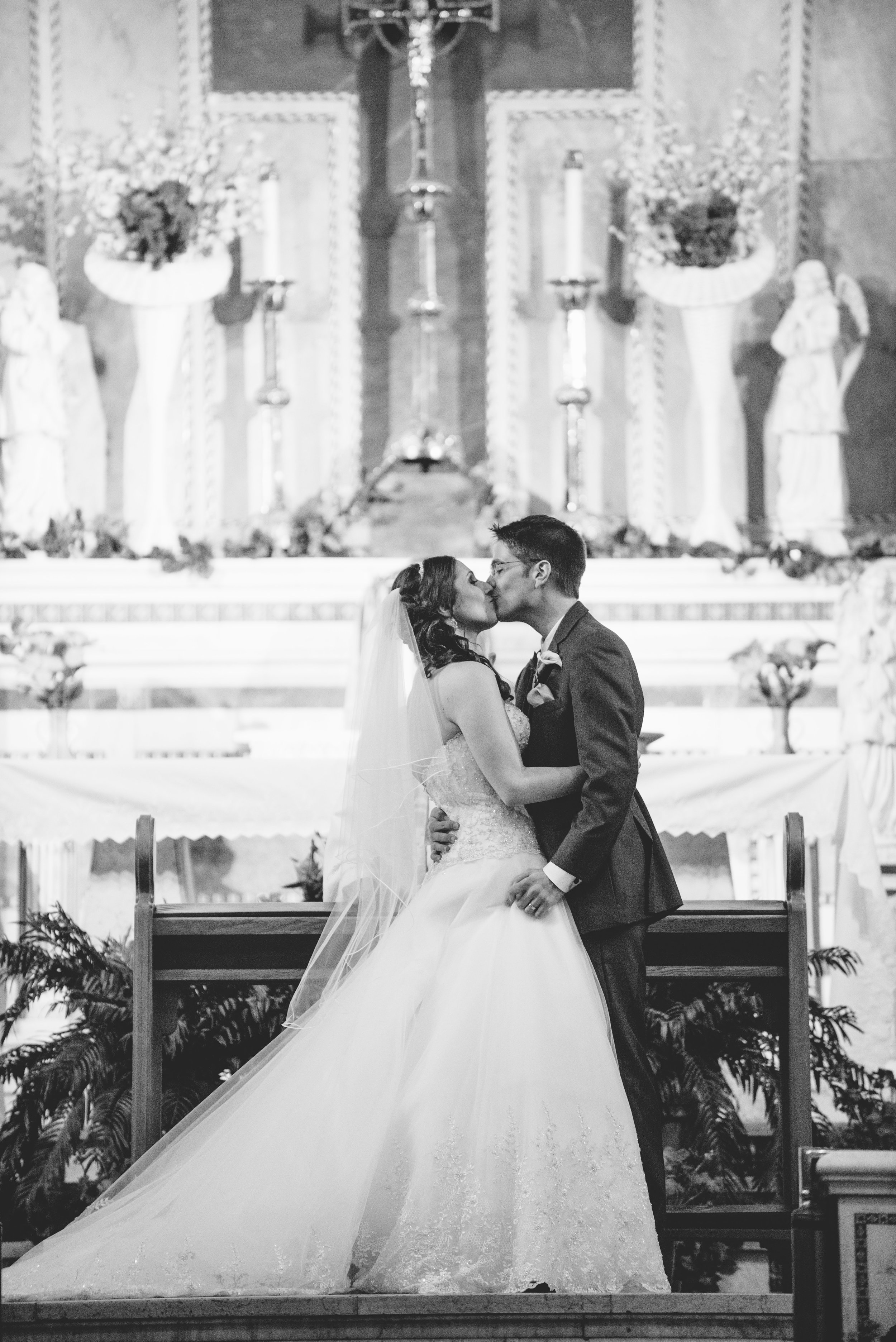 First kiss wedding ceremony // The Miner Details weddings