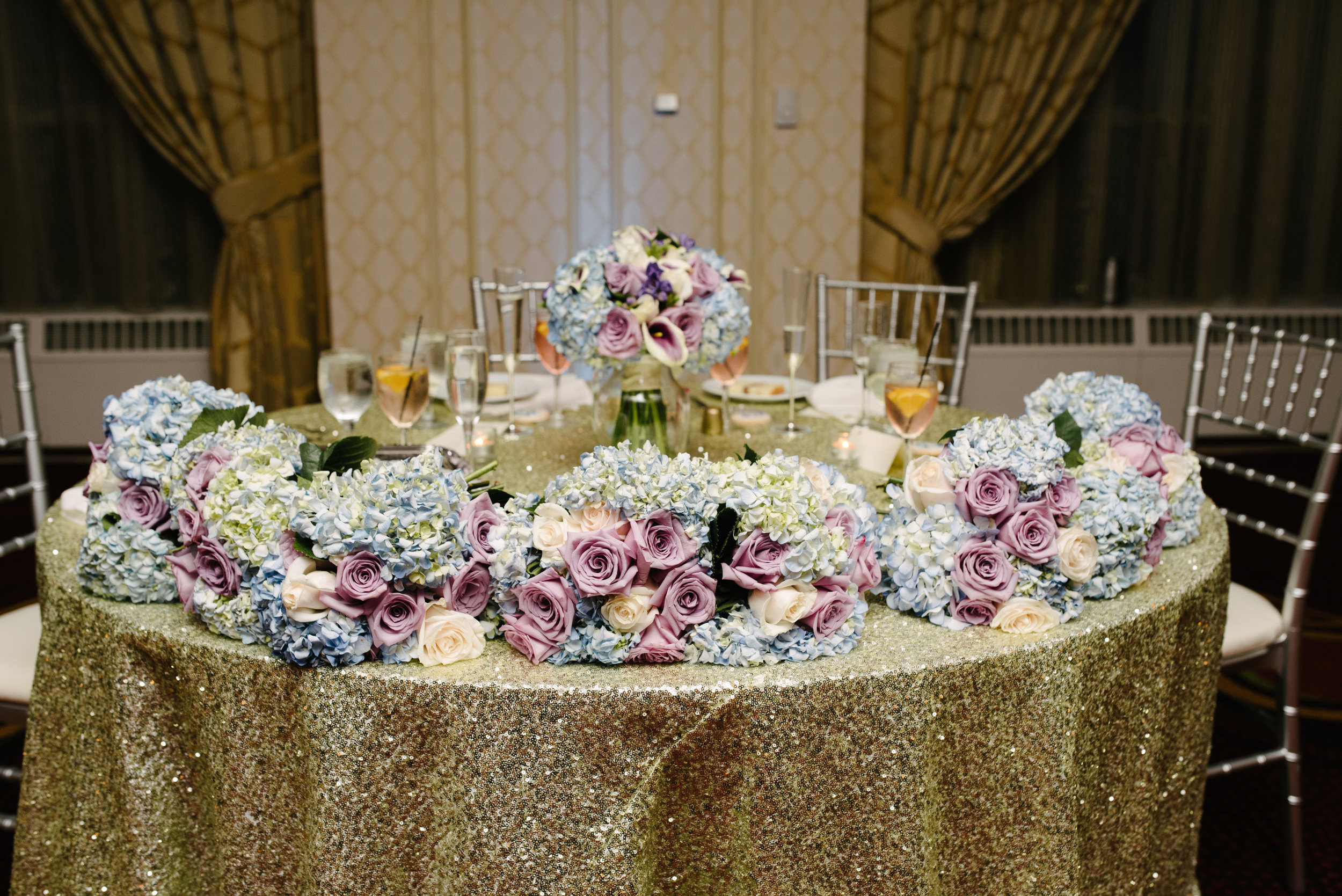 Purple and blue hydrangea on sweetheart table // The Miner Details weddings