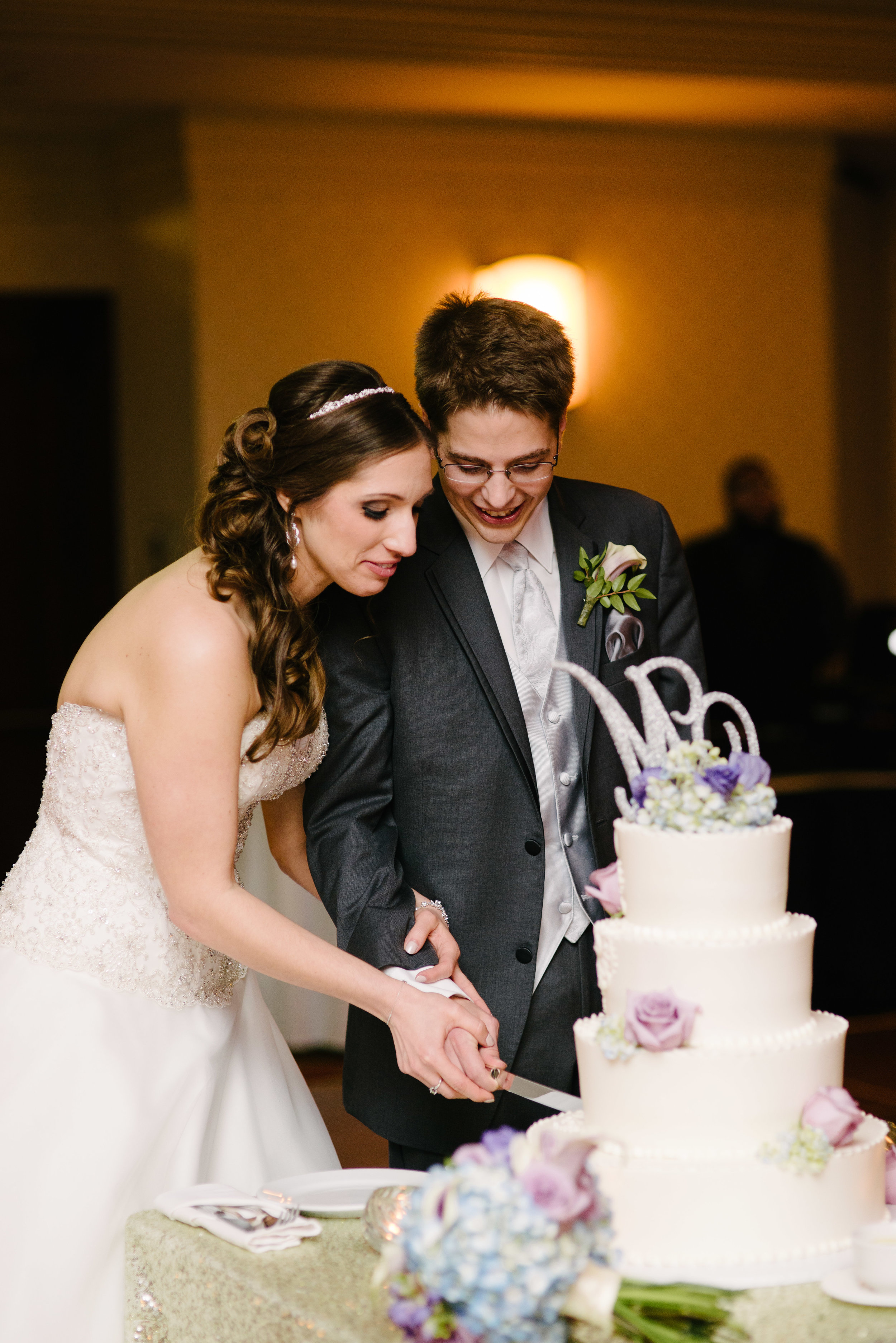 Cake cutting ballroom reception // The Miner Details weddings
