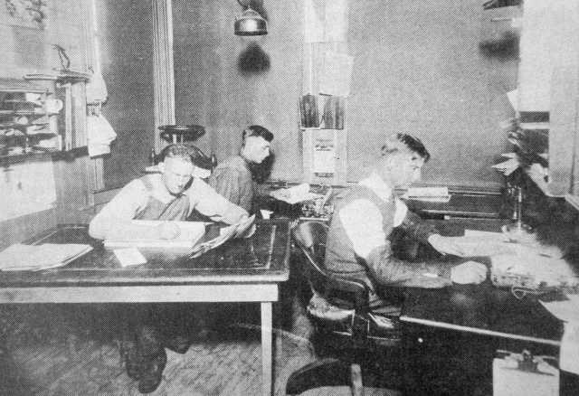 Depot office workers - 1916.jpg