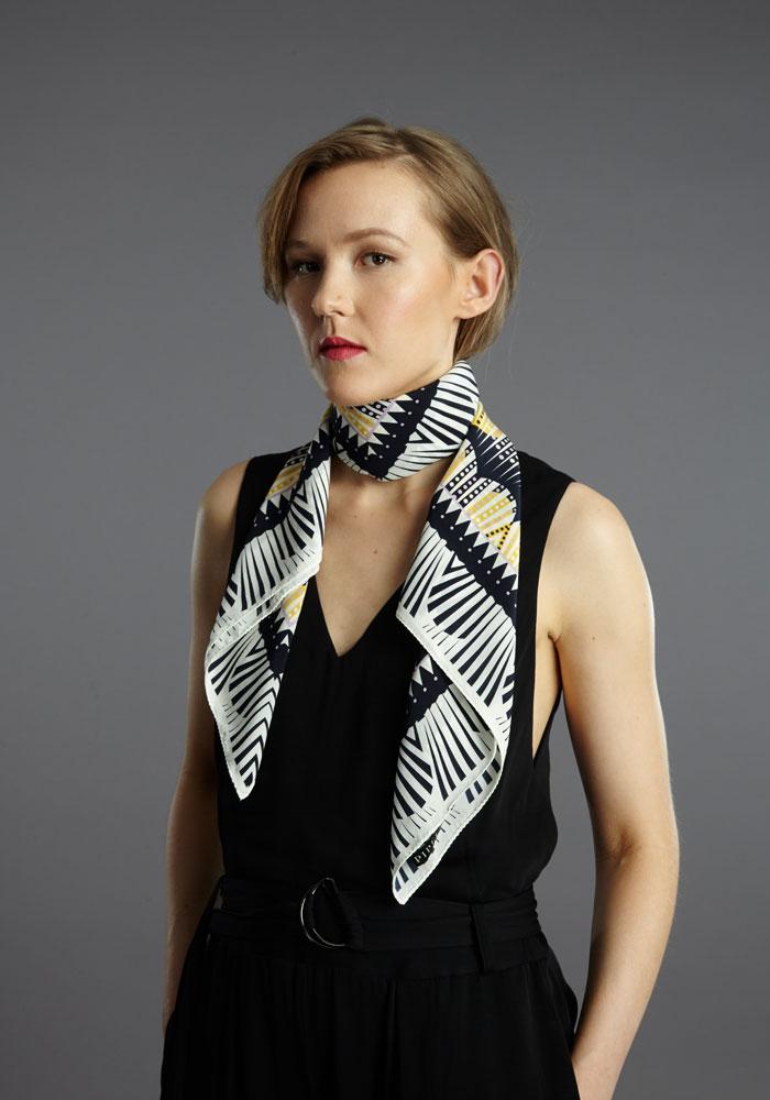 FI-pipet-kardia-square-90cm-scarf-navy-yellow-01.jpg