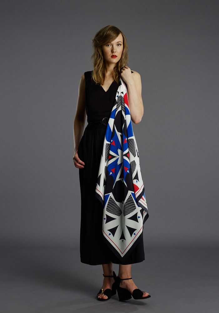FI-pipet-landmark-square-90cm-scarf-black-red-02.jpg