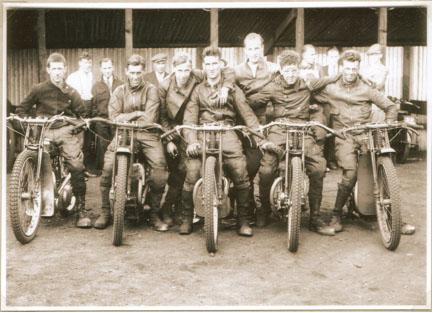 belle vue 1930 - Oliver Langton, Clem Cort, Len Myerscough, Frank Varey (capt.), Bob Harrison, Eric Langton, Dusty Haigh